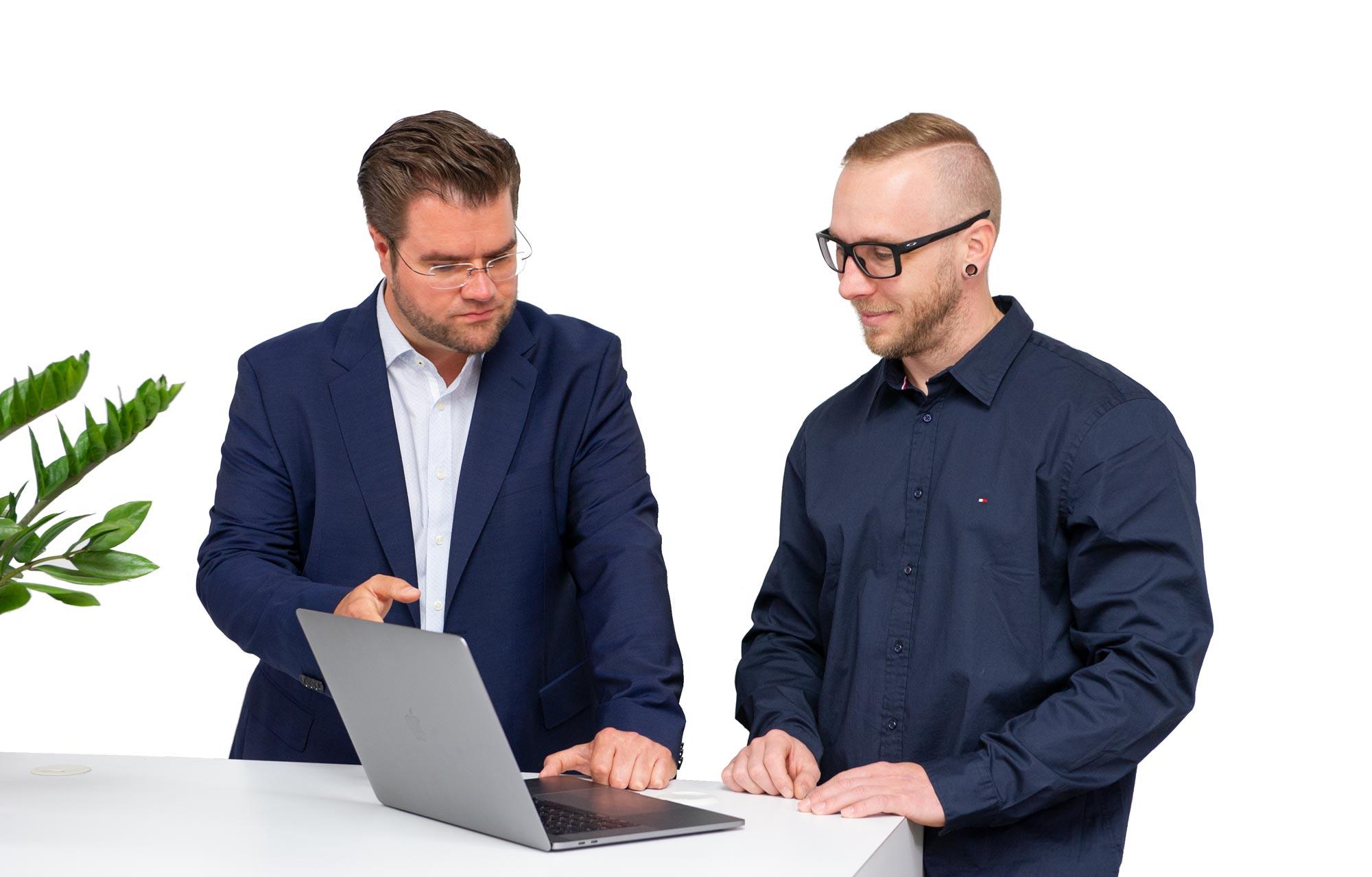 Agenturinhaber Gordon Augustin erklärt Webdesign