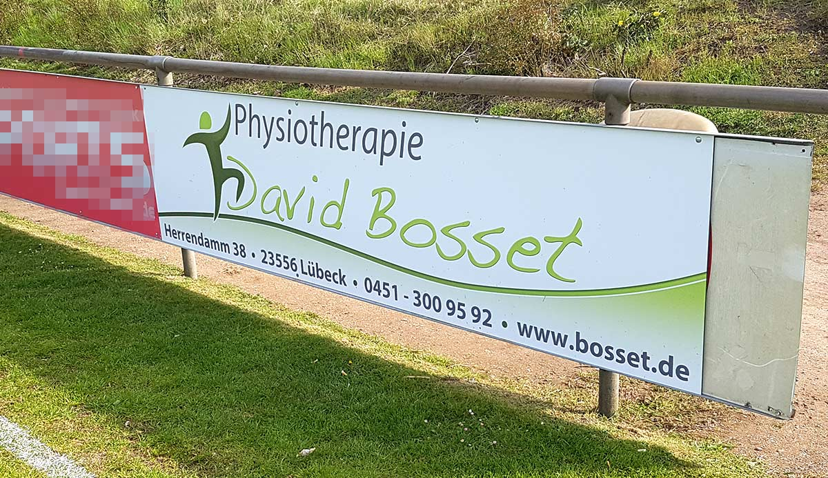 Bandenwerbung Fussball Physiotherapie David Bosset