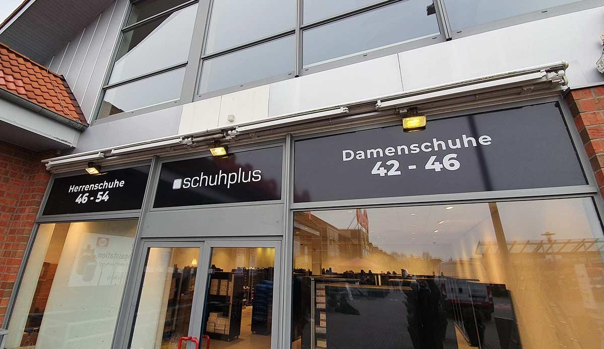 Schaufensterbeschriftung in Lübeck mit Digitaldruckfolien
